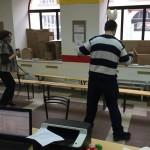 Волонтеры танцуют сиртаки