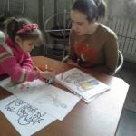 Анечка рисует