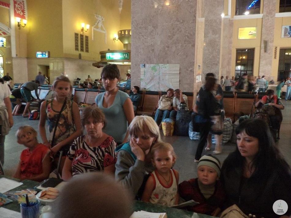 Переселенцы на Южном вокзале. Фото Надежда Рындиной.