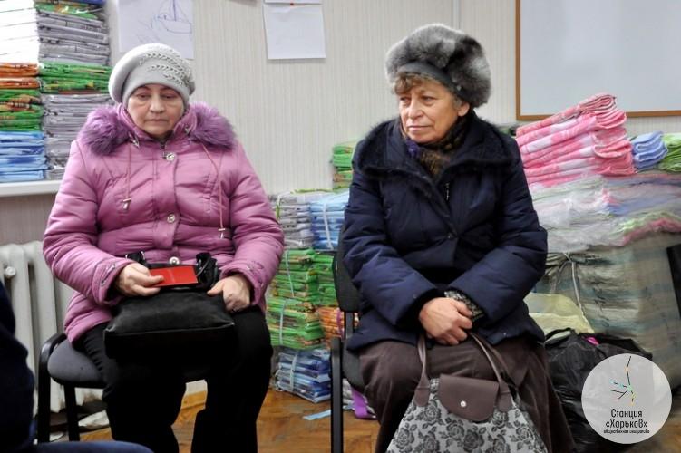 Беглецы с Востока не сразу понимают, почему люди в Харькове о них заботятся. Но когда понимают — присоединяются
