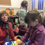Даниэла Шадт играла с детьми в нашей детской